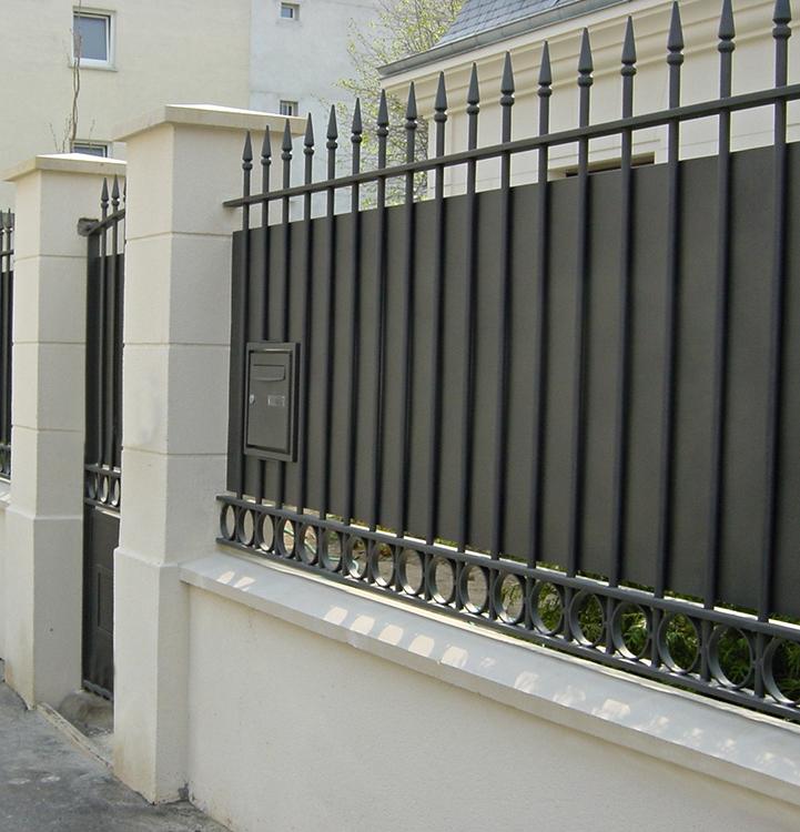 Metallerie - Fabrication d'une grille de cloture, d'un portillon et d'un portail voitures pour maison particulière 3