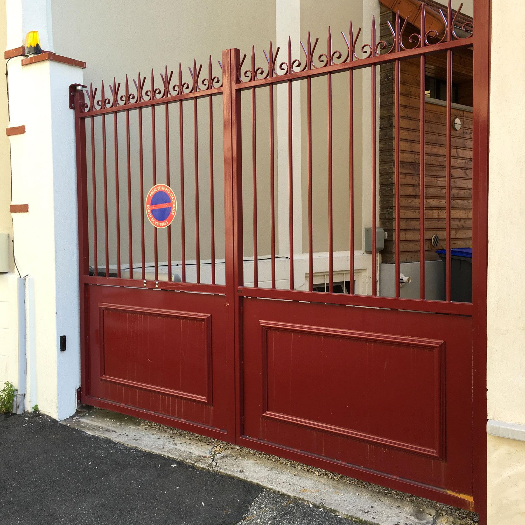 56-portail-acier-motorise-laque-epoxy-Bak-Systemes
