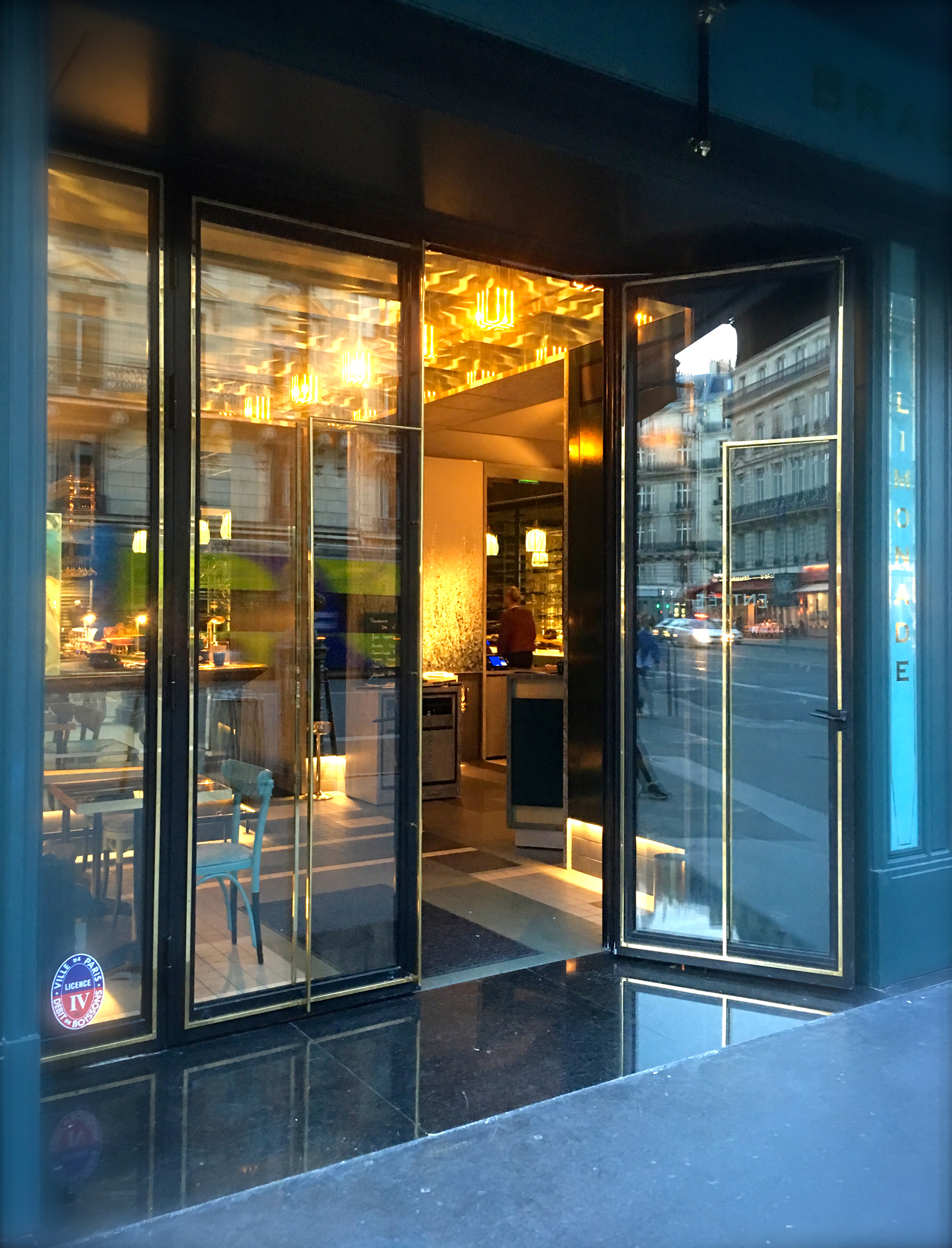facade-grille-acier-hotel-5-etoiles-bak-systemes